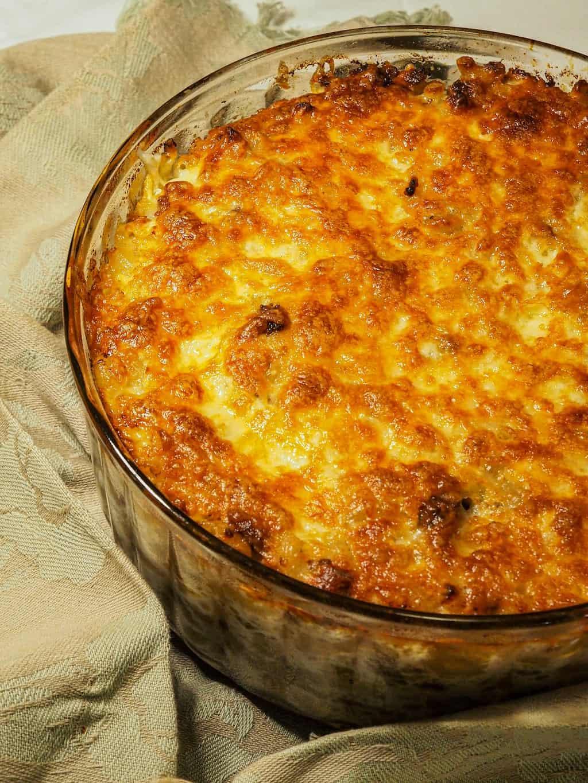 Makaronilaatikko (Baked macaroni with minced meat)