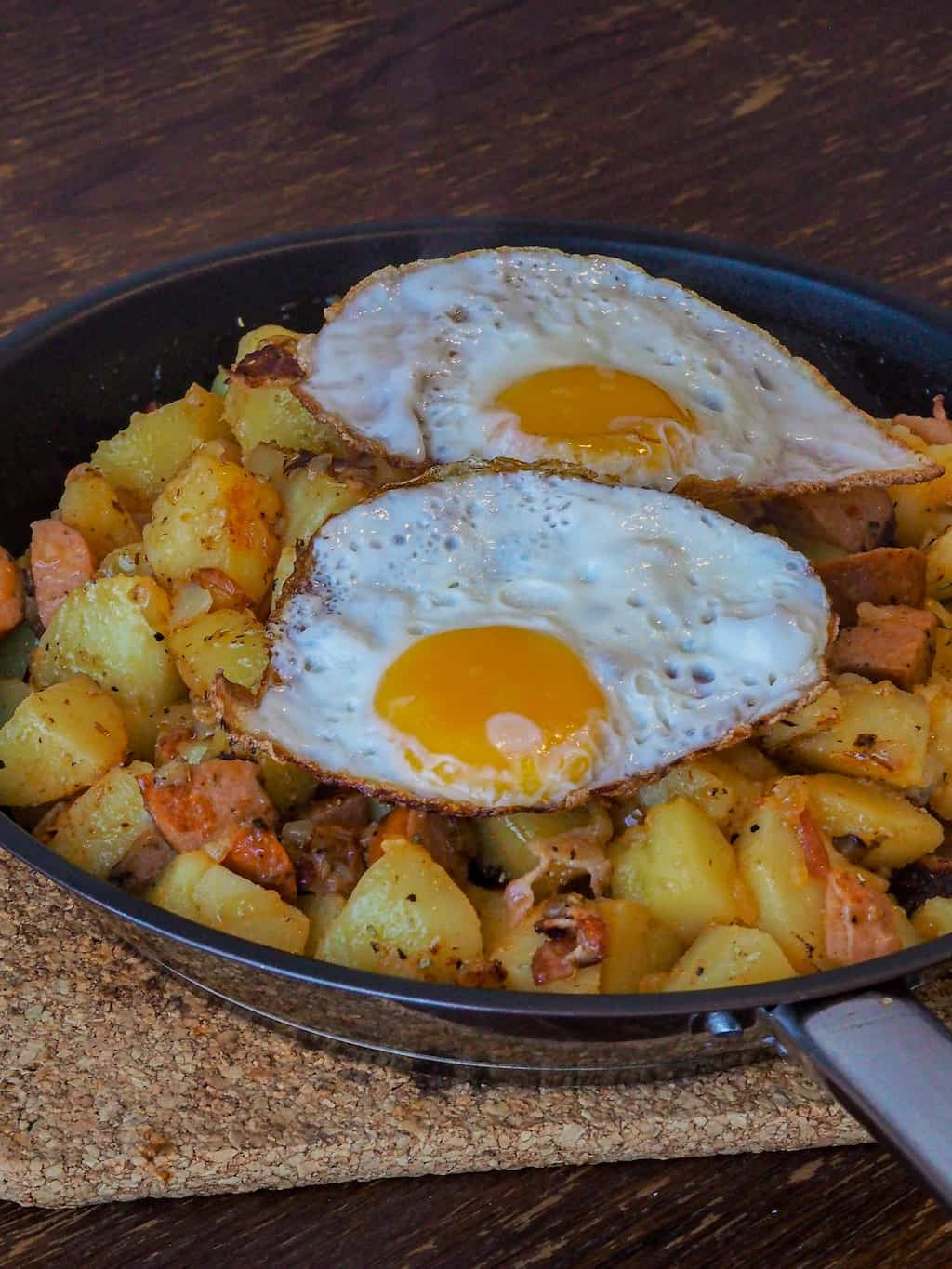 Pyttipannu (Pan-fried potatoes with sausages)