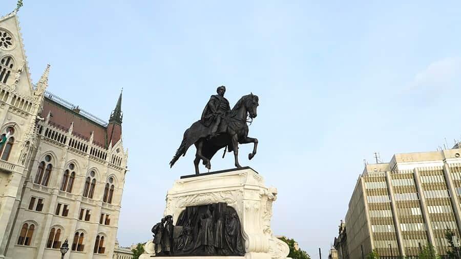 awesome things to do in budapest