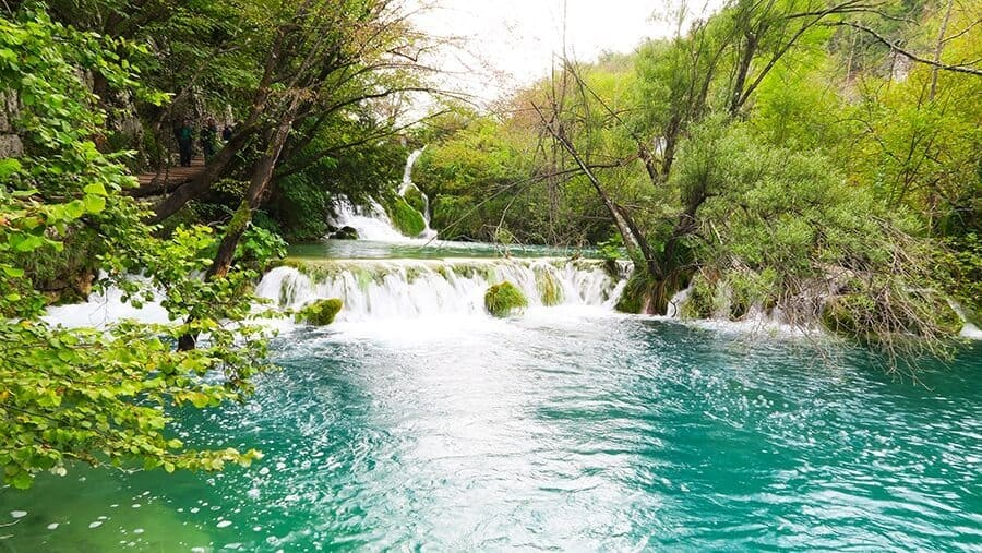 hiking-plitvice-lakes-national-park-experience-10