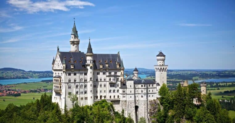 15 Beautiful Castles in Europe That Would Inspire Your Wanderlust FEATURED