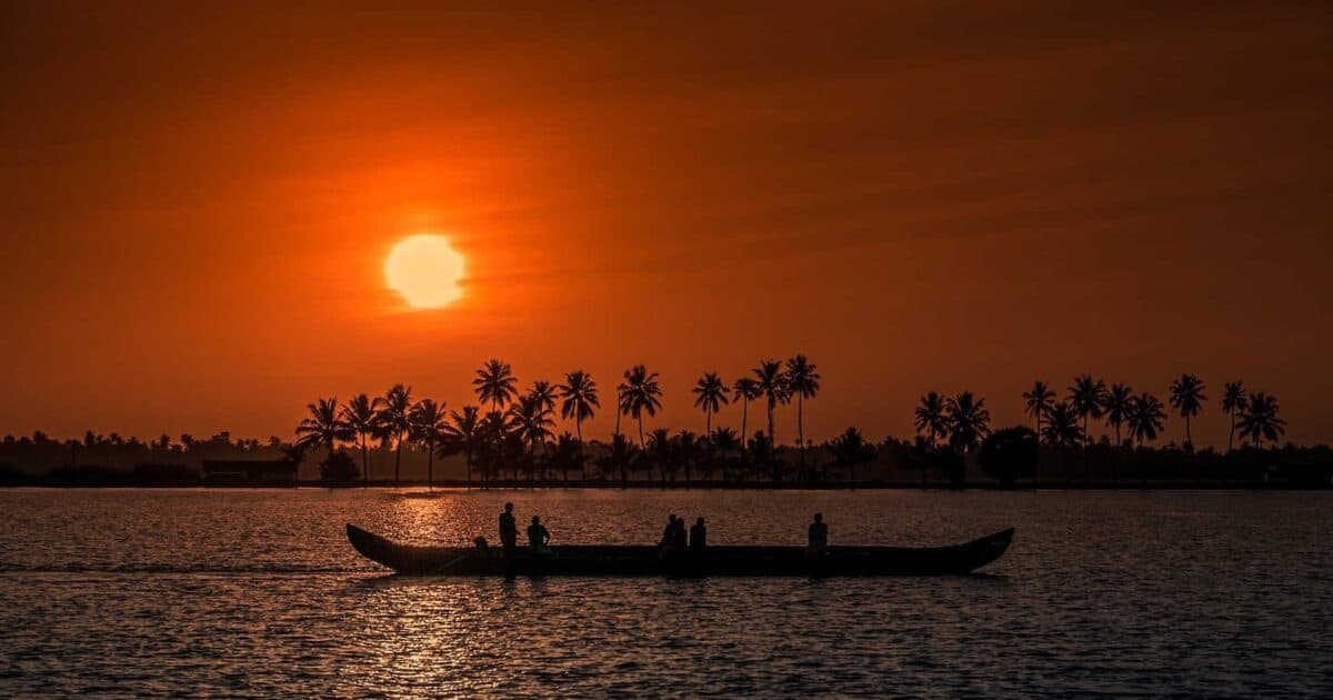 15 Breathtaking Travel Photos from Kerala and My Experience featured