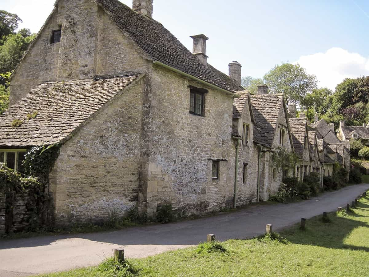 FAIRYTALE TOWNS AND VILLAGES IN EUROPE Bibury England
