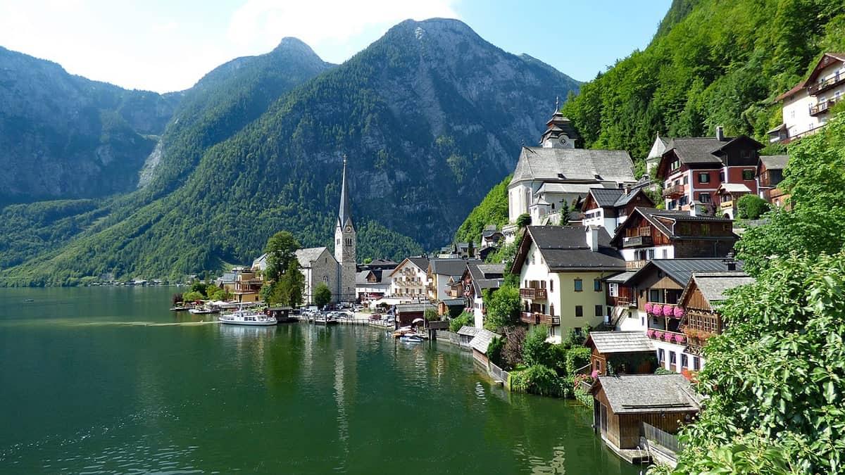 FAIRYTALE TOWNS AND VILLAGES IN EUROPE Hallstatt Austria