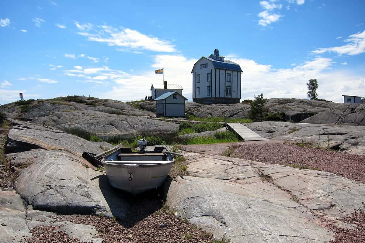 TRANQUIL VIEW OF A COTTAGE IN ÅLANDS ISLAND