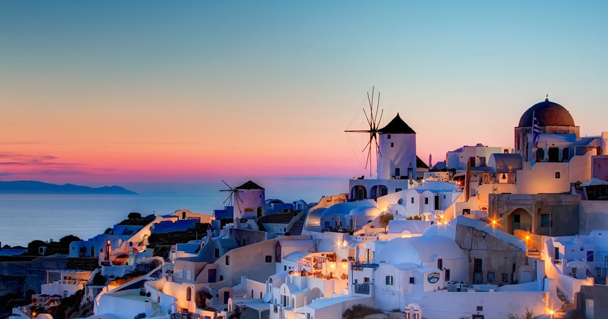 Santorini Travel Guide: Top Tourist Attractions and Things to do in Santorini (Greece)