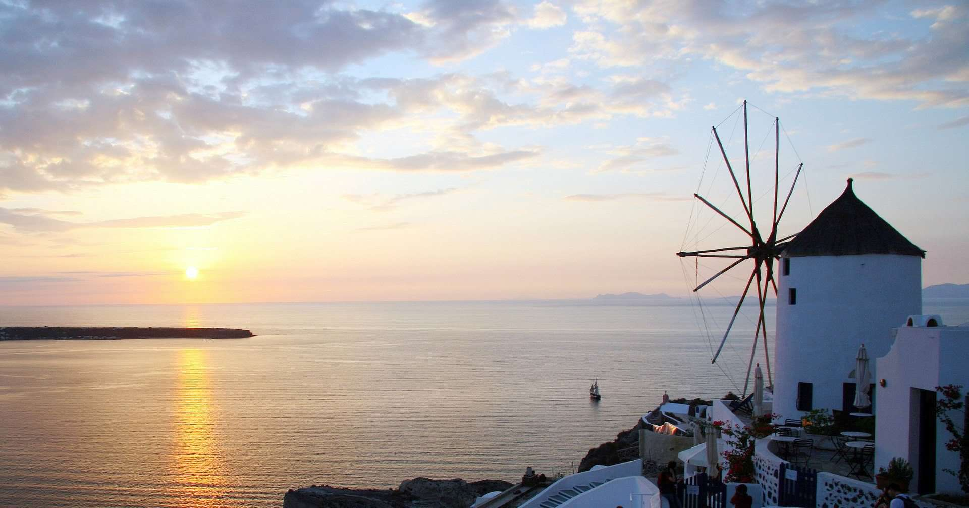 Top 14 Things to Do in Santorini FEATURED