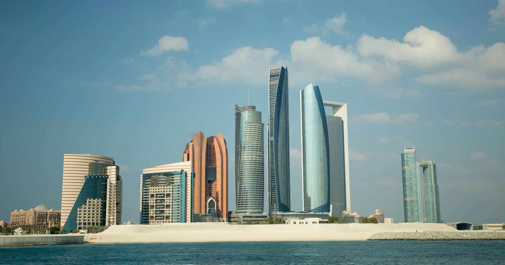 Top Things to Do in Abu Dhabi and Useful Travel Tips featured