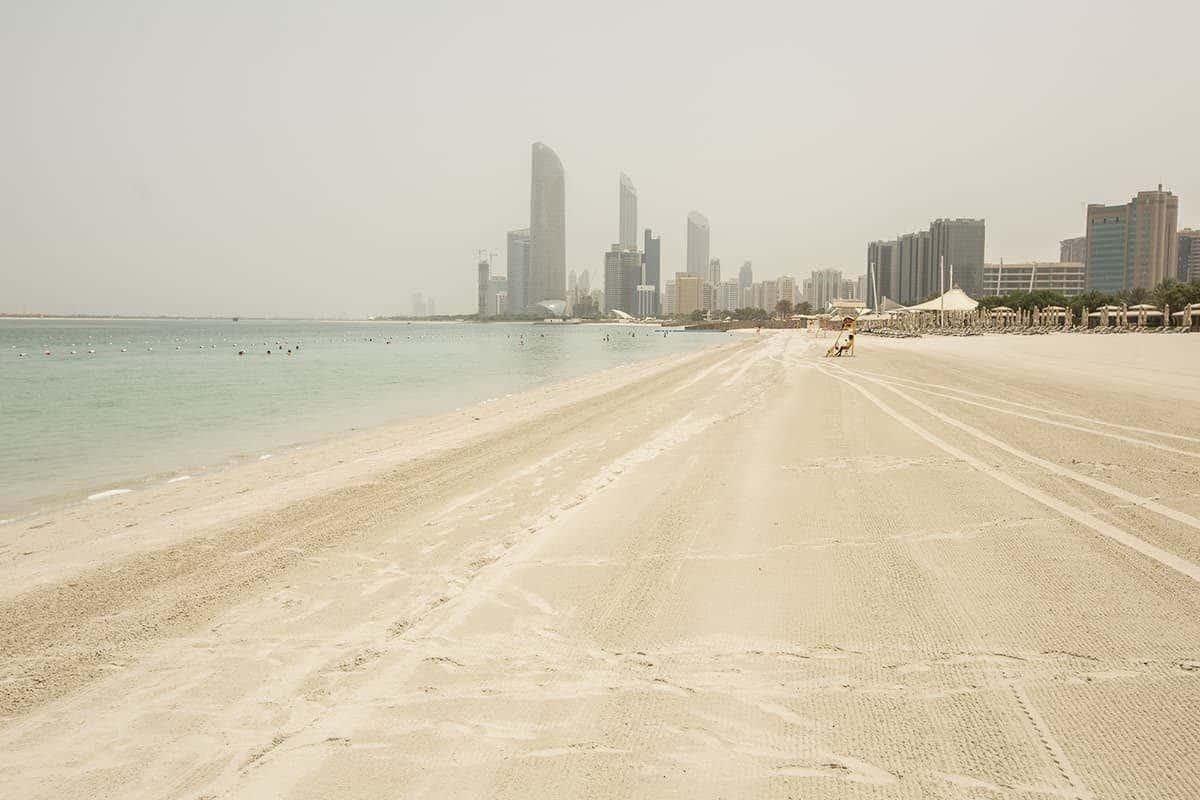 Travel to Abu Dhabi Corniche beach
