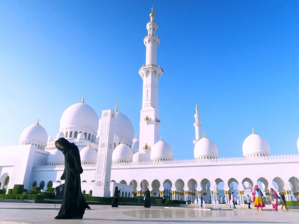things to do in abu dhabi grand mosque
