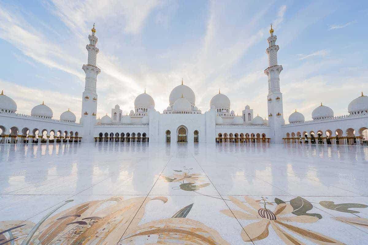 Visit Sheikh Zayed Grand Mosque!