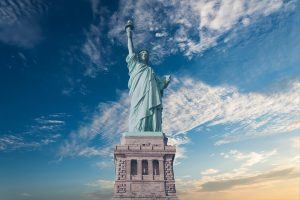 TOP TOURIST ATTRACTIONS IN THE USA STATUE OF LIBERTY IN MANHATTAN NEW YORK