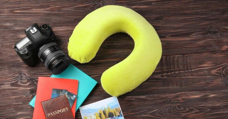BEST TRAVEL PILLOW REVIEW FEATURED