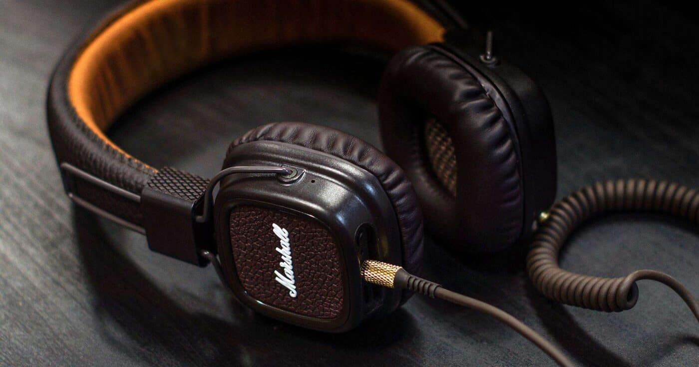 best headphones for travel featured