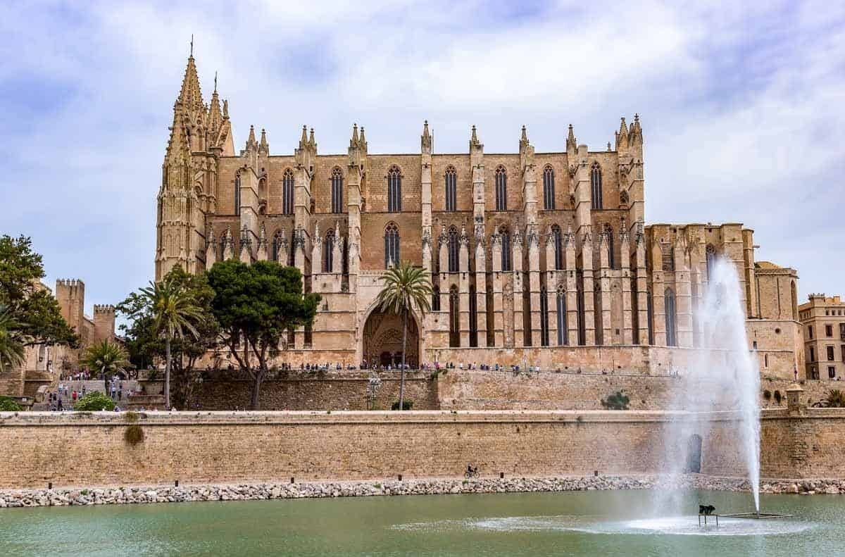 top tourist attractions in mallorca spain palma cathedral