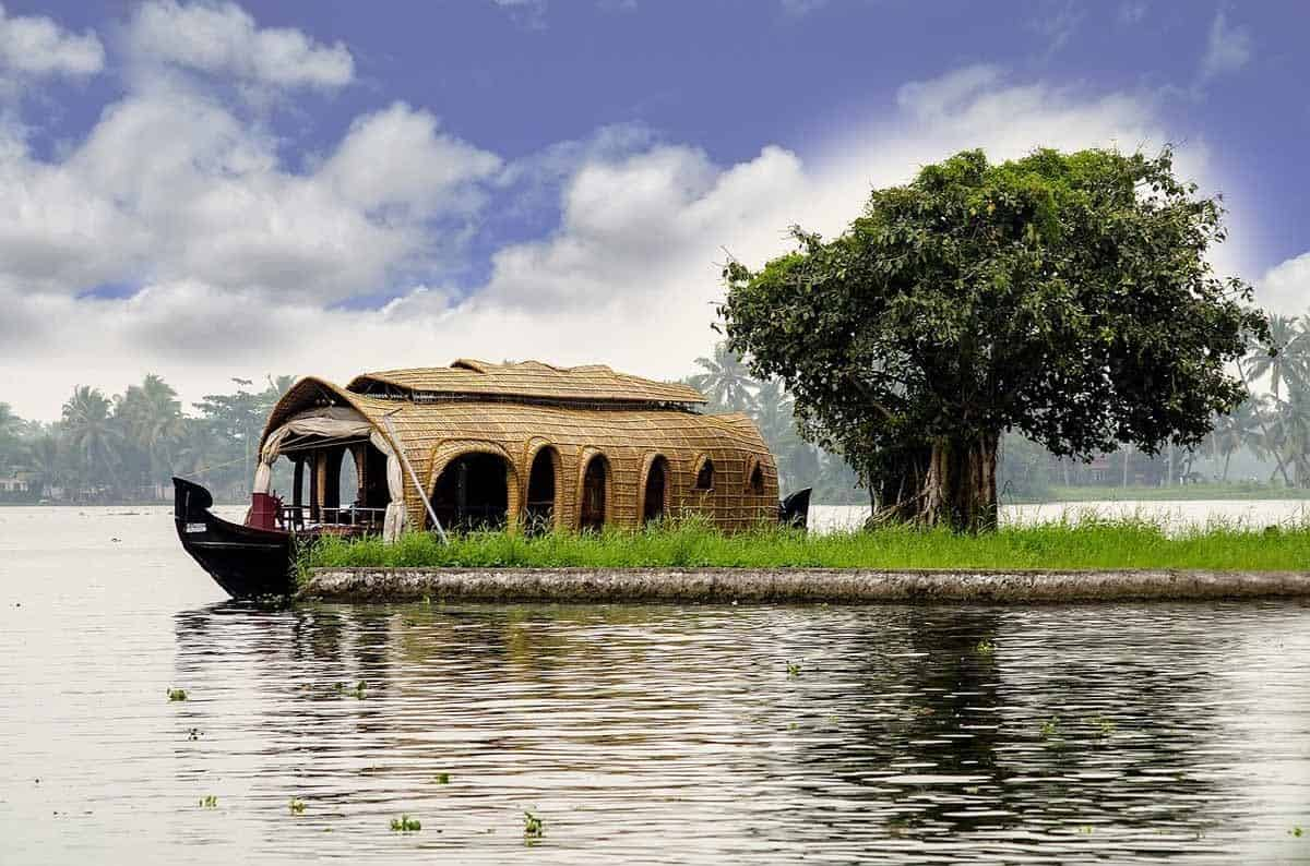 points of interest where to go and places to visit in india kerala houseboat
