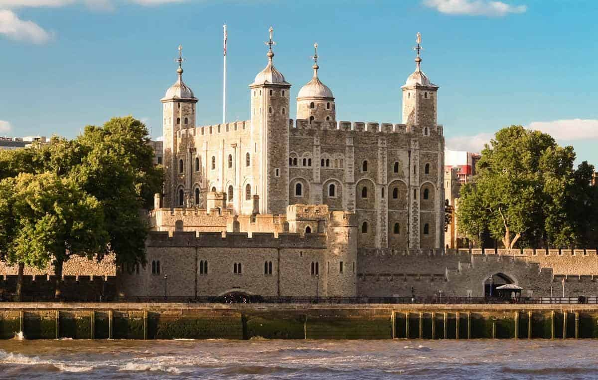 haunted places in europe to visit this halloween tower of london