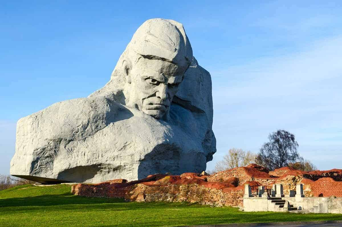 points of interest where to go and places to visit in belarus brest hero fortress memorial complex