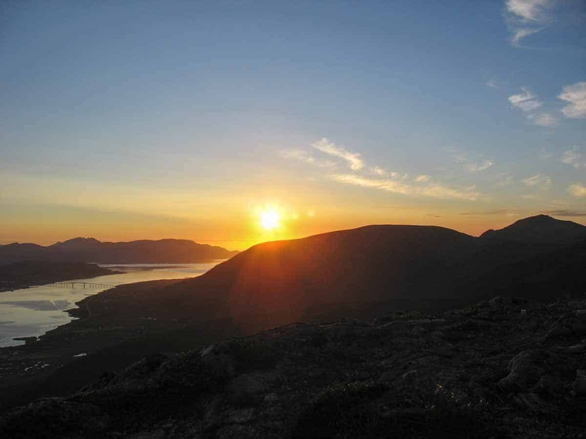 top countries in the world where to see the midnight sun norway lofoten islands