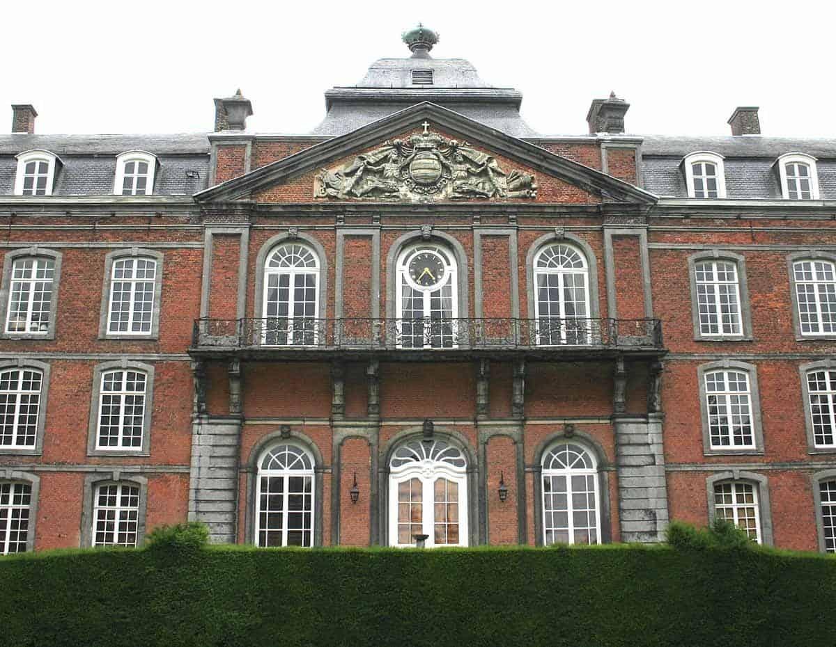 castles in belgium chateau de le roeulx