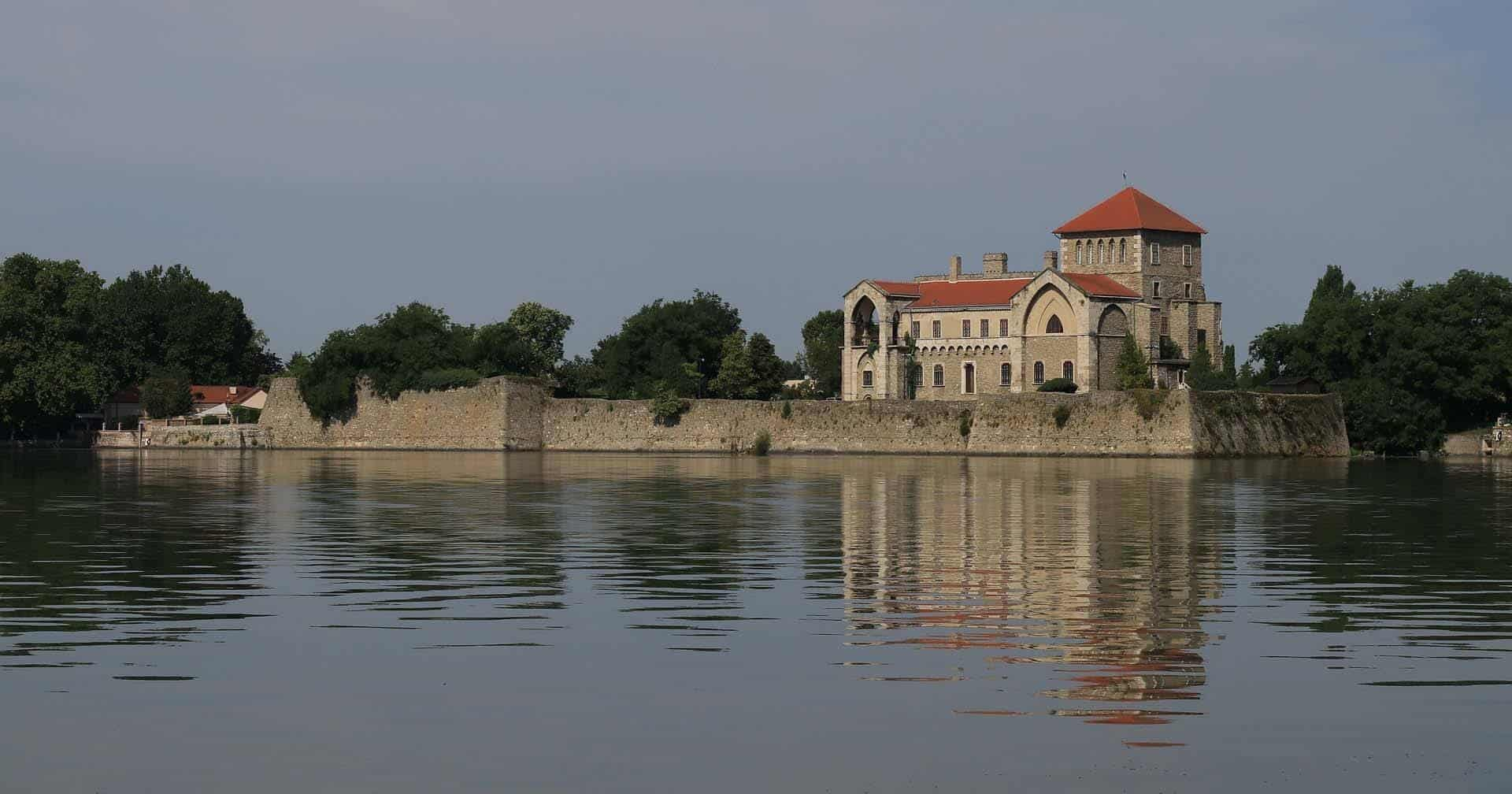 castles in hungary featured