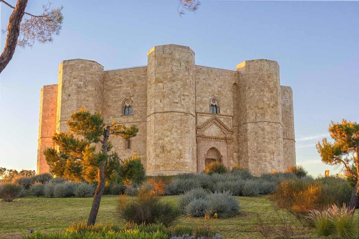 castles in italy castel del monte