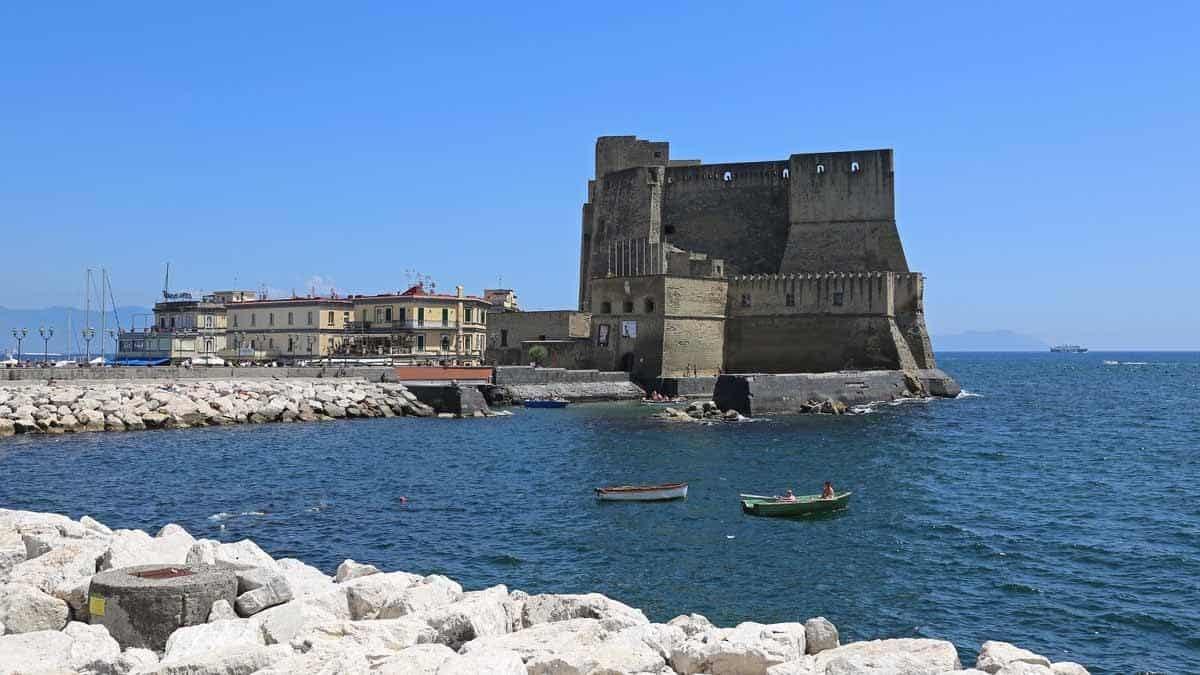 castles in italy castel dell ovo