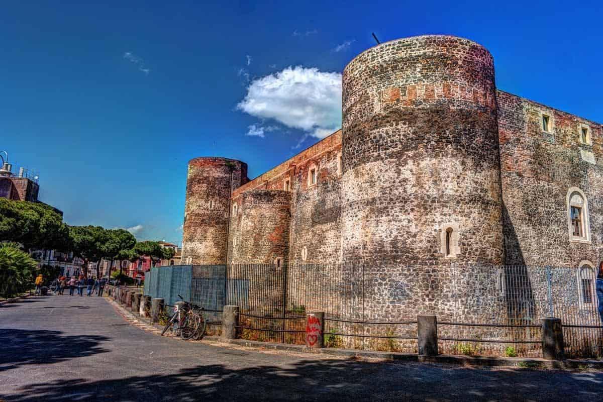 castles in italy castello ursino