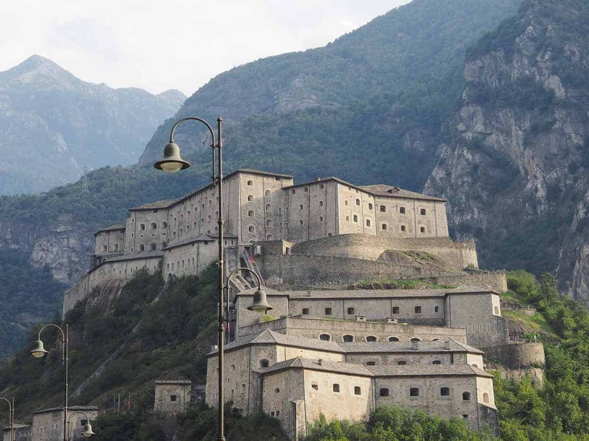 castles in italy fort bard