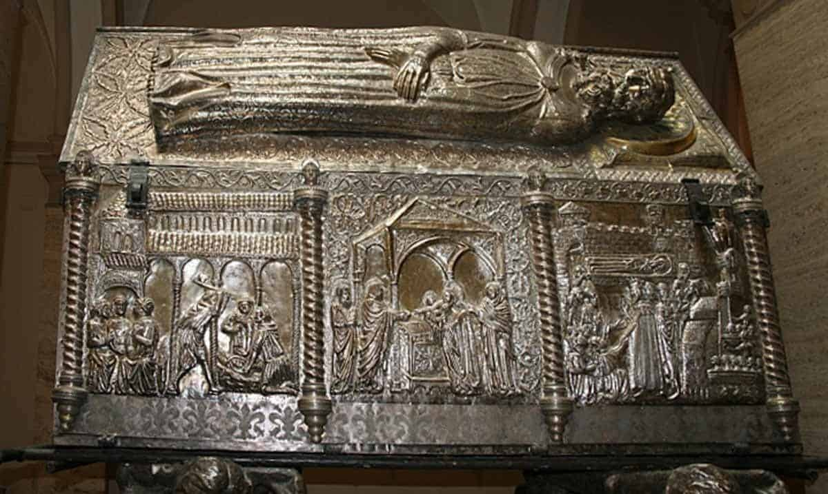 top tourist attractions in zadar croatia sarcophagus of st simon