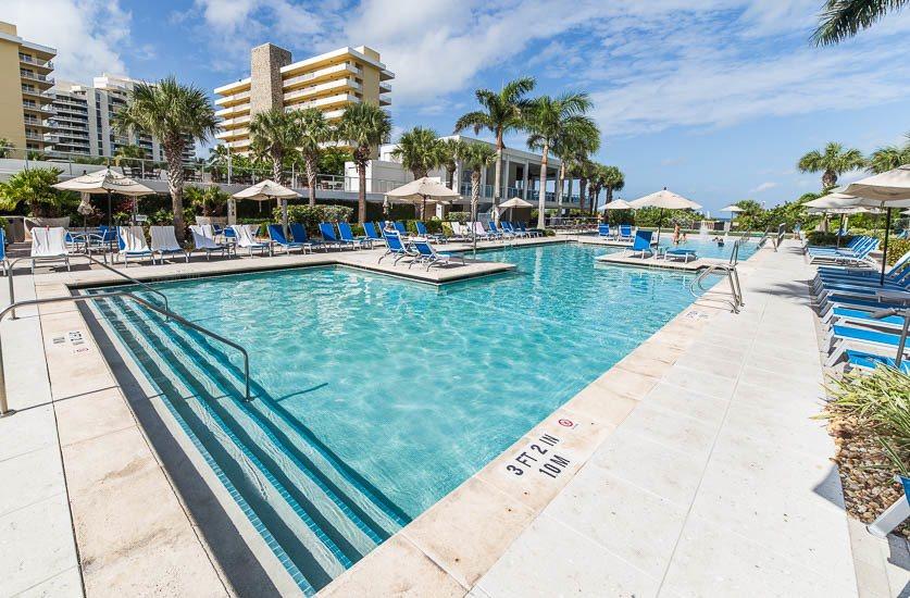 Hotel lounge pool