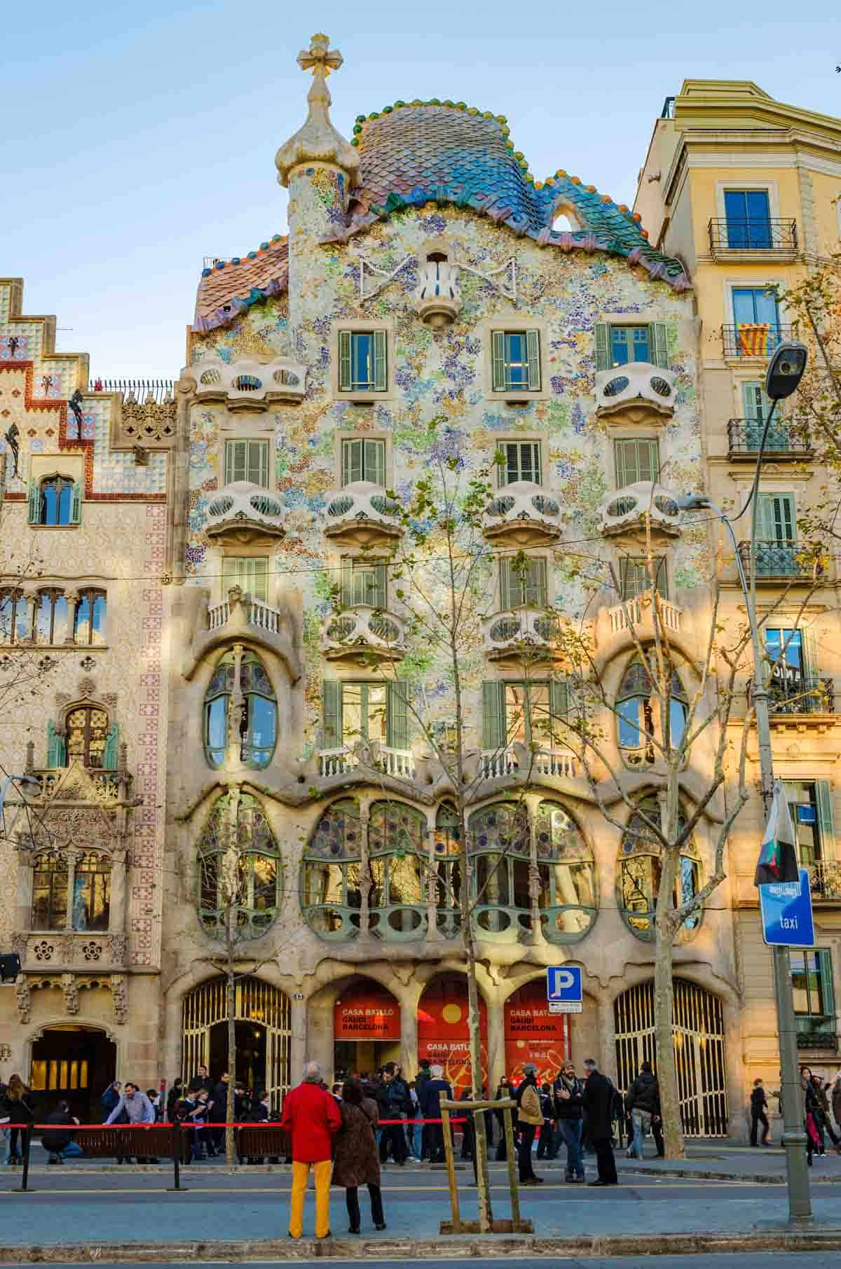famous buildings in barcelona gaudi buildings and architecture casa batllo