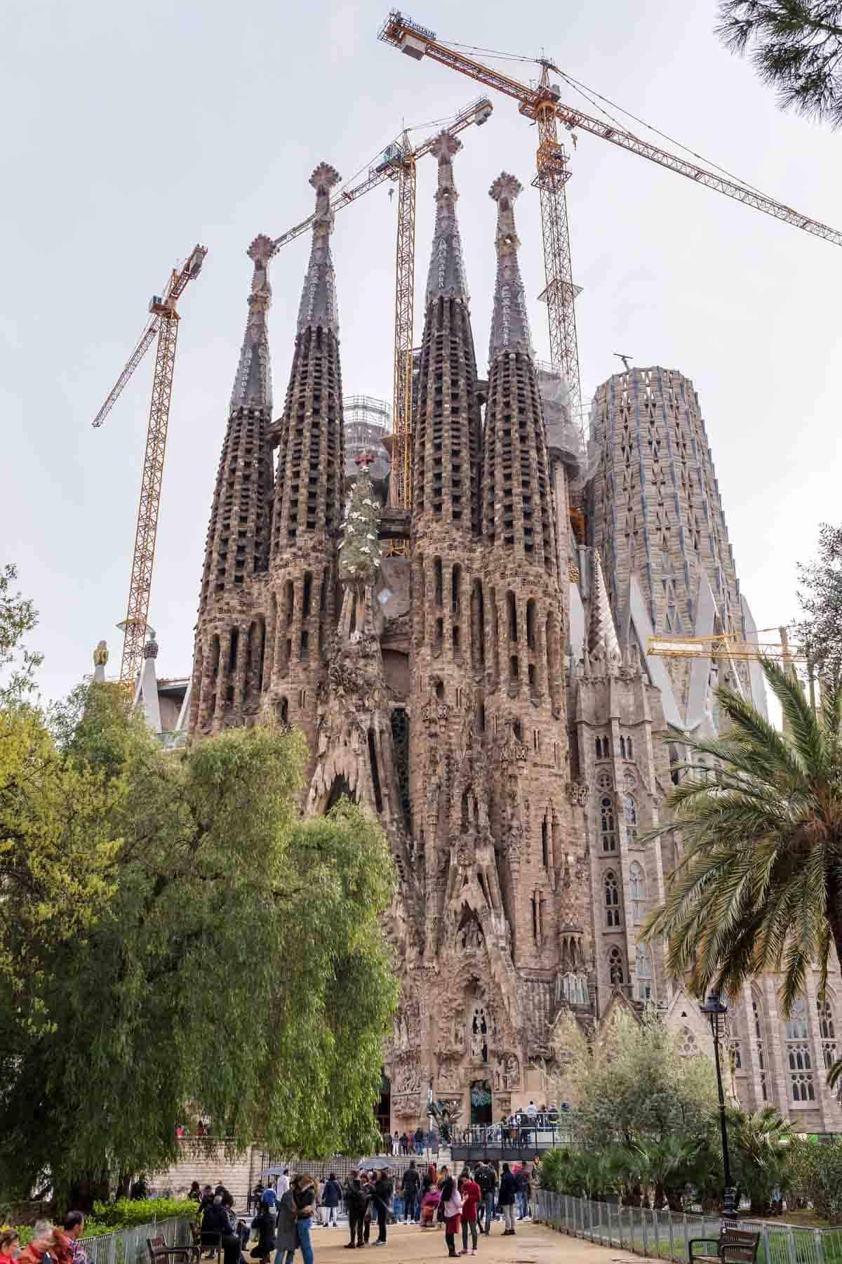 famous buildings in barcelona gaudi buildings and architecture la sagrada familia