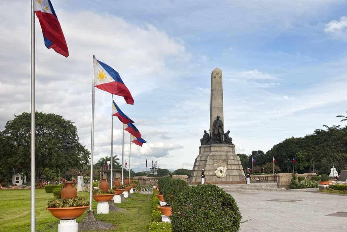 top tourist attractions in manila the philippines rizal park