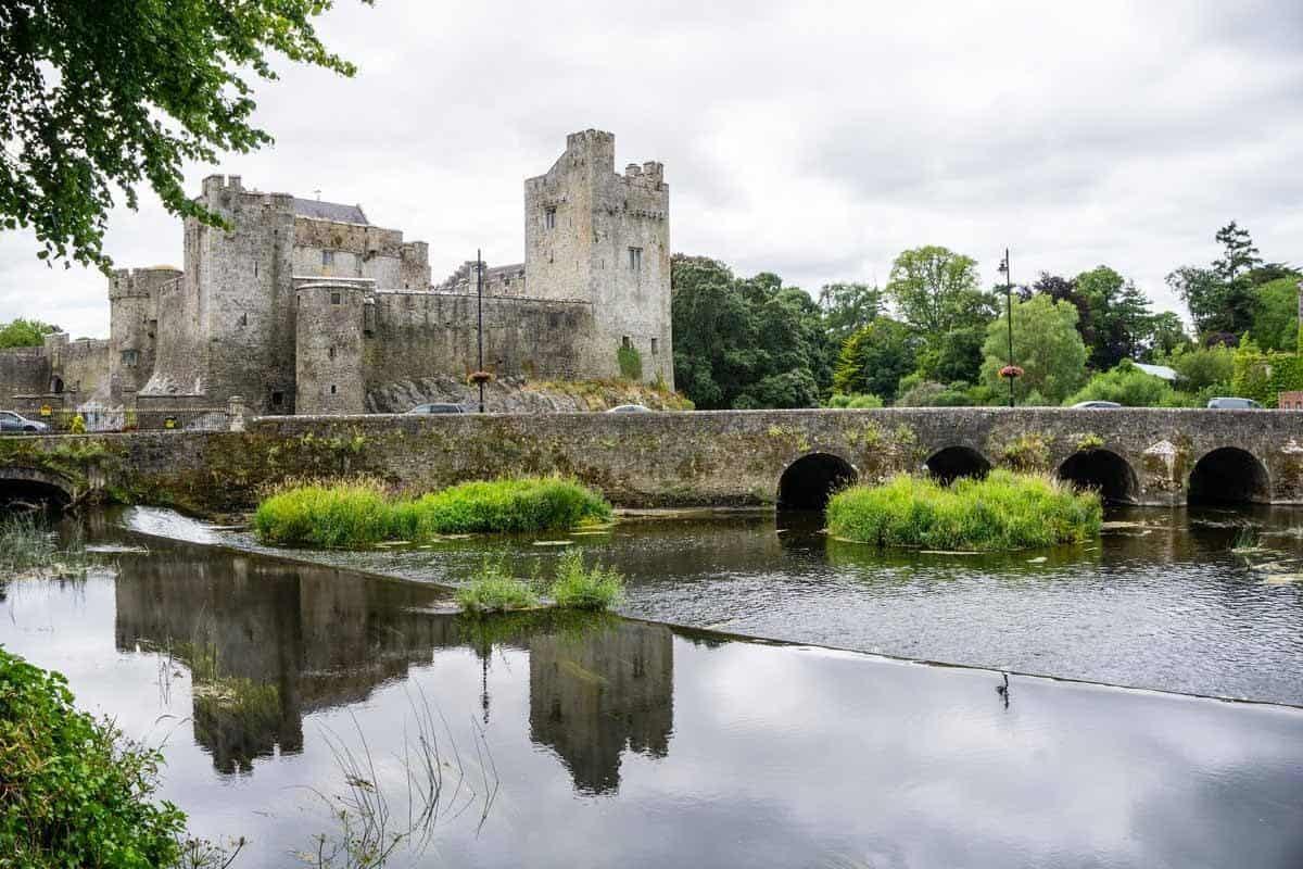 castles in ireland cahir castle