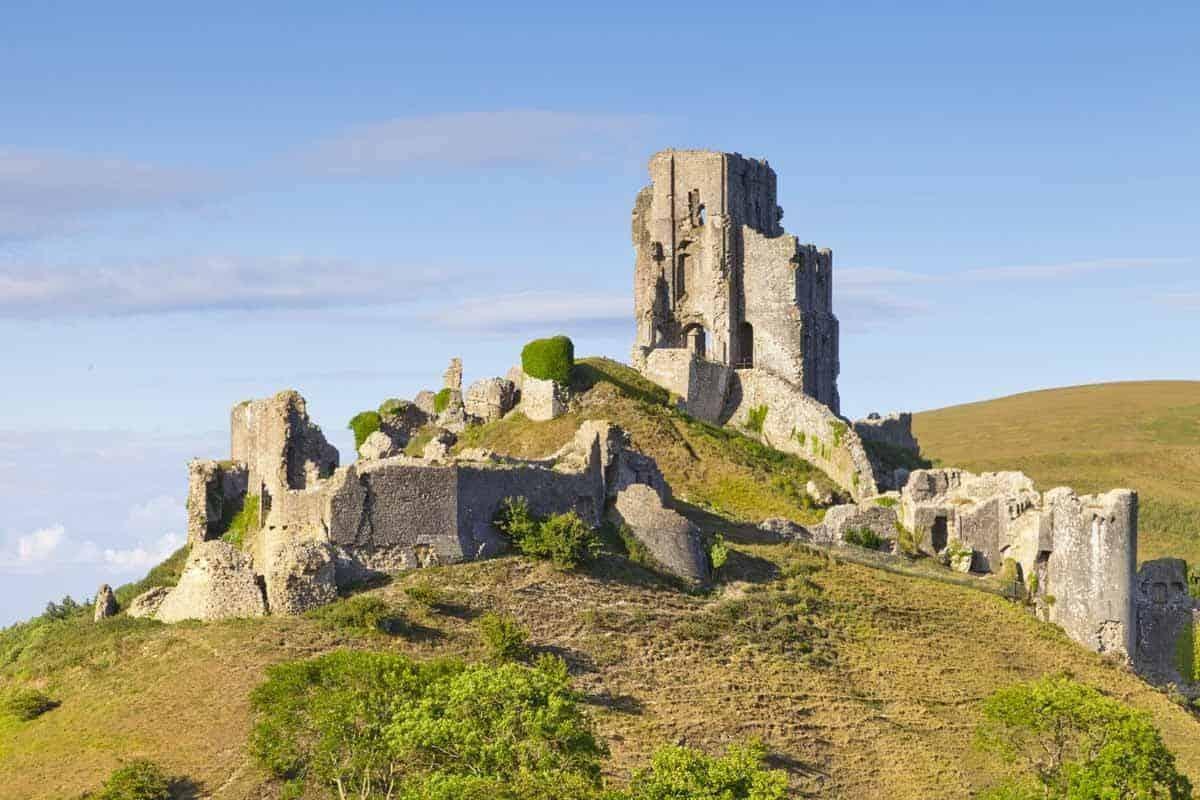 castles in the united kingdom corfe castle england