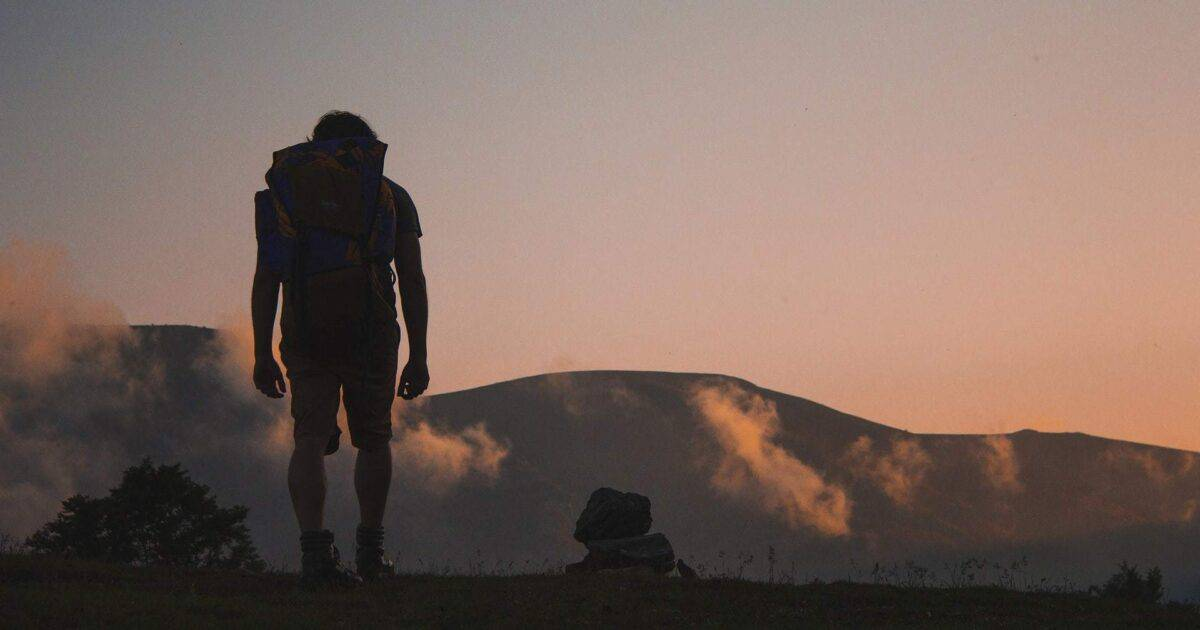 BEST HIKING QUOTES- TOP 45 MOUNTAINEERING TREKKING QUOTES FEATURED