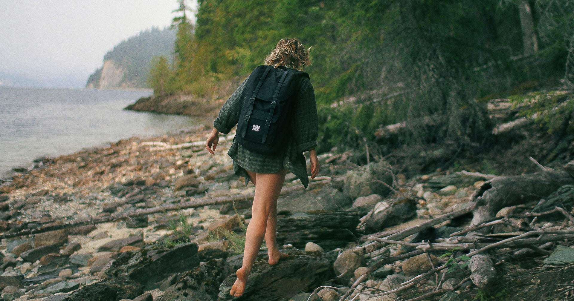 Backpacking Minimalist How to Travel with Less (Minimalist Travel)