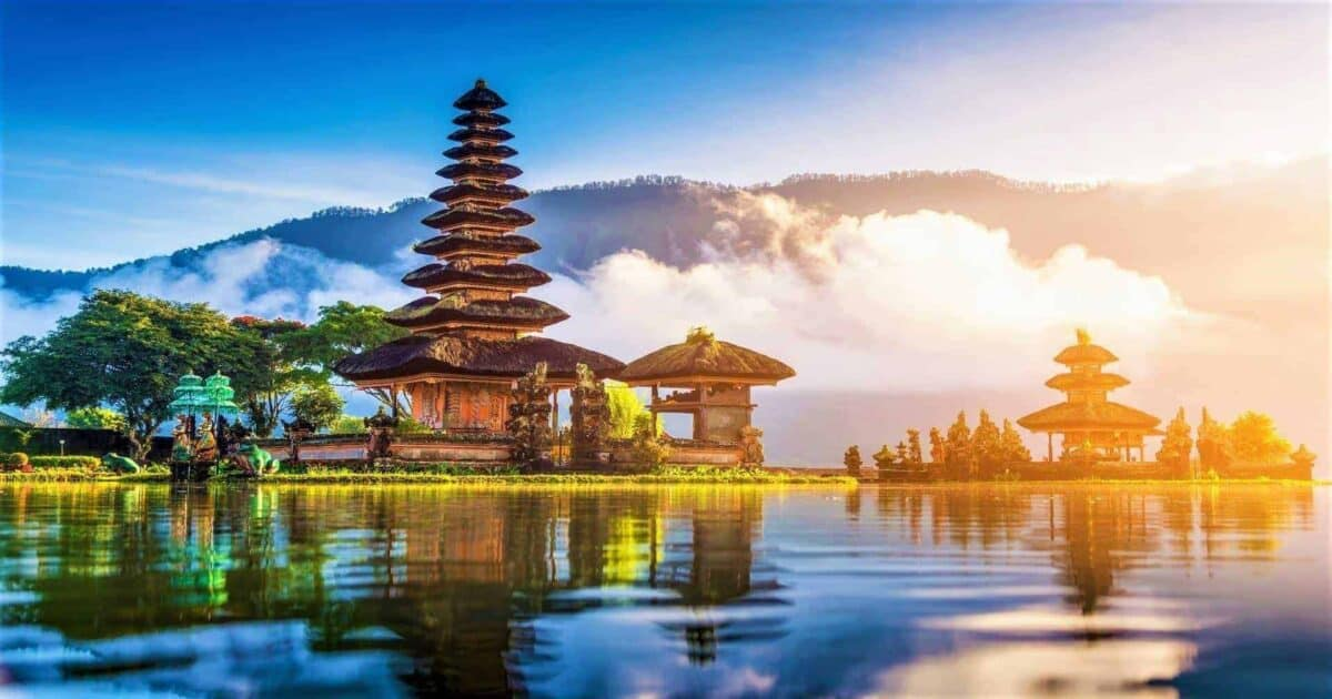 places to viisit in indonesia