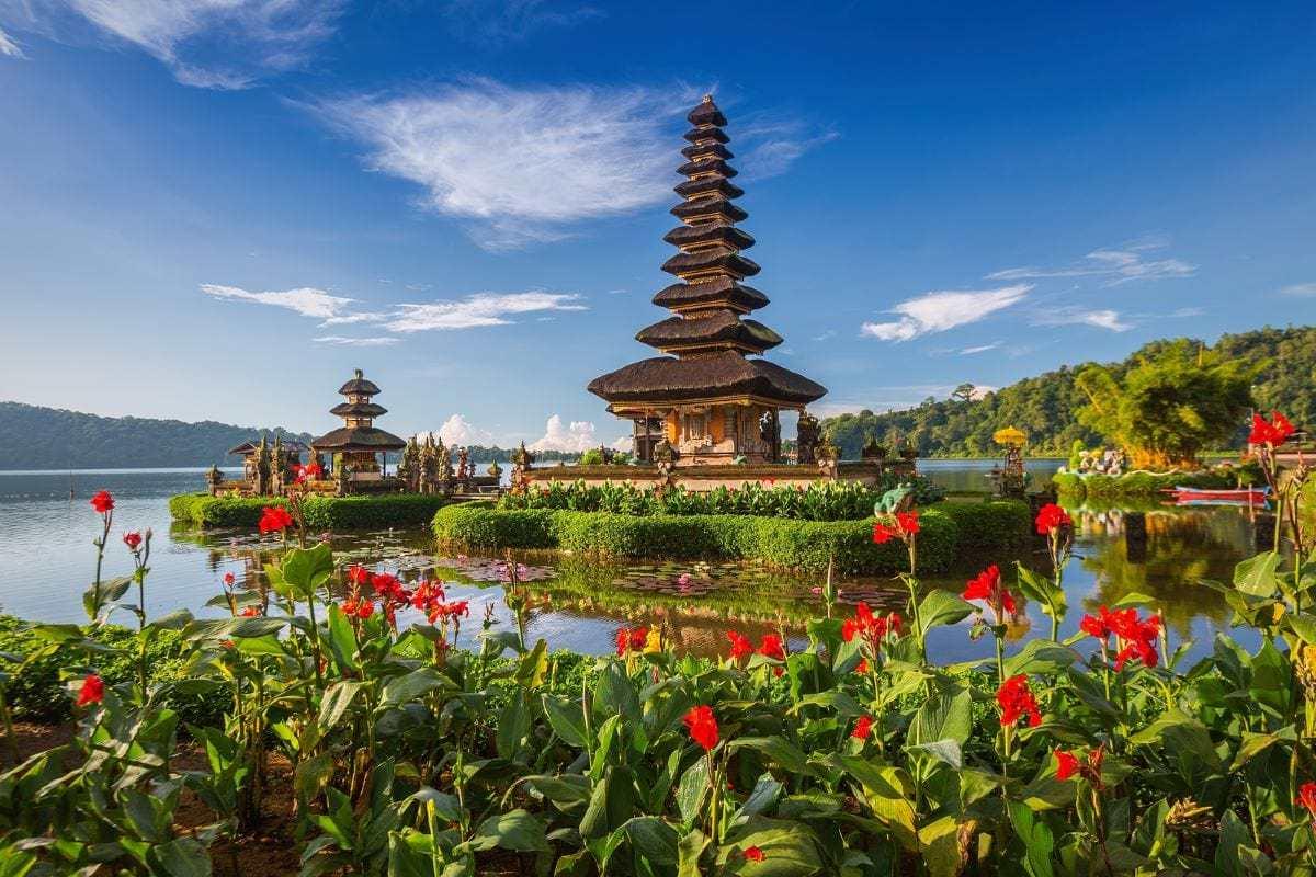 pura bratan water temple bali indonesia