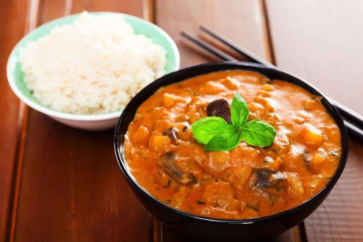 Quick curry and steamed rice