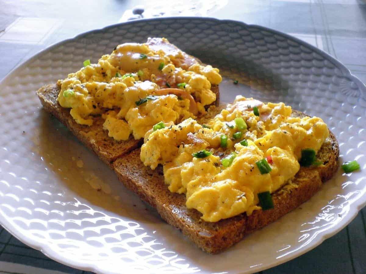 scrambled egg and toast