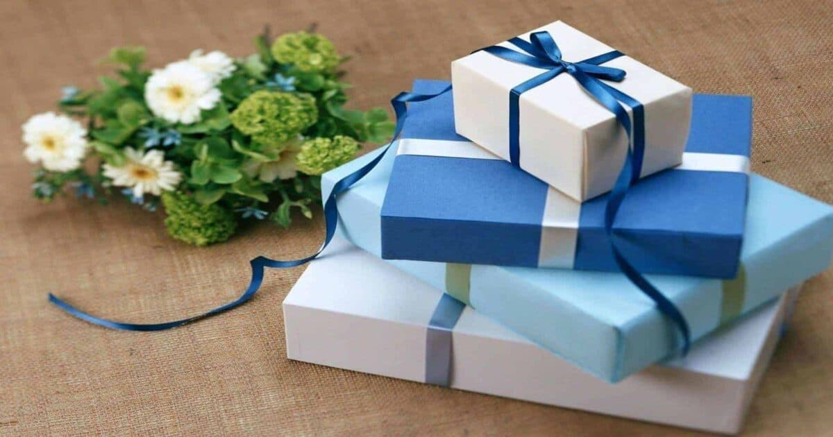 How to buy gifts for people who love to travel